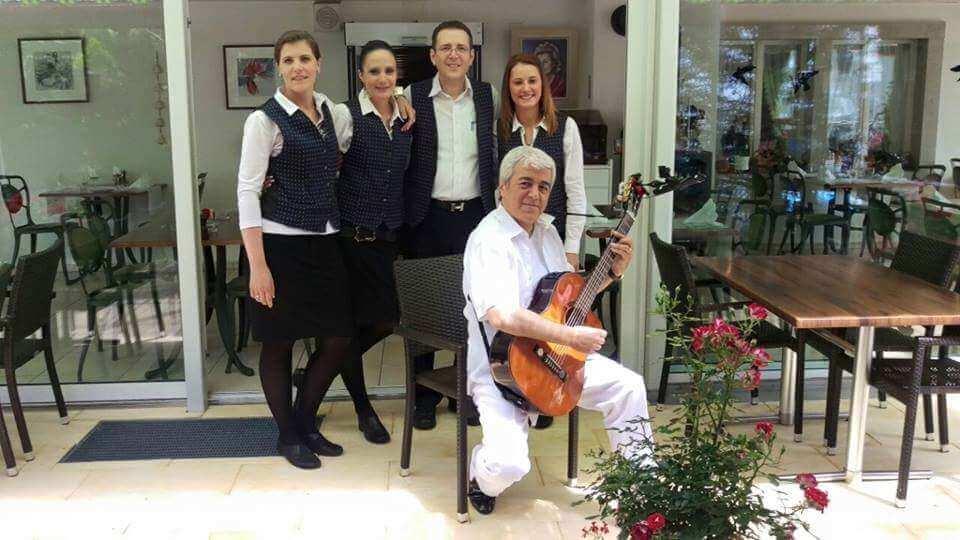 Vinci Saleron und das Güggeli Oase Team vom Restaurant Hirschen